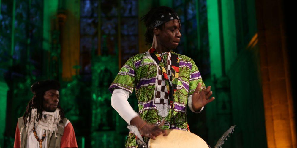 Afrikanisches Trommeln mit Pably